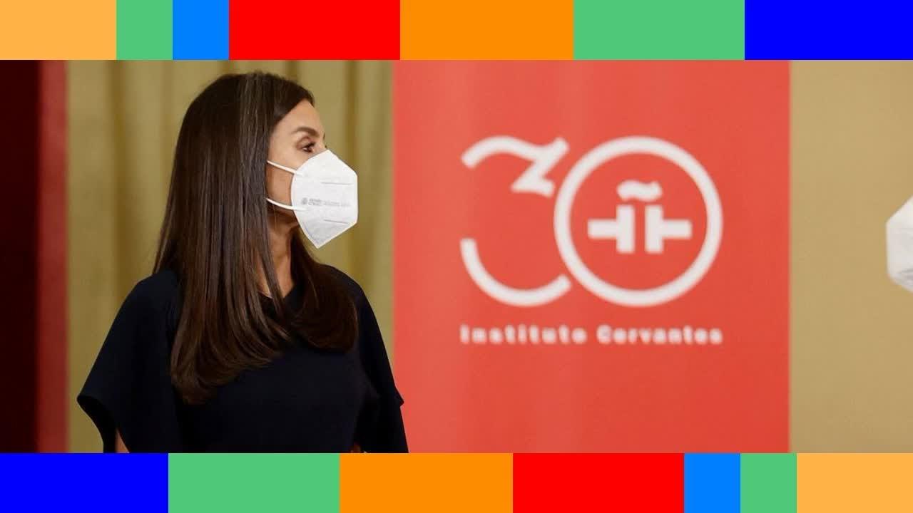 Letizia d'Espagne  elle recycle pour la cinquième fois la jupe du pouvoir