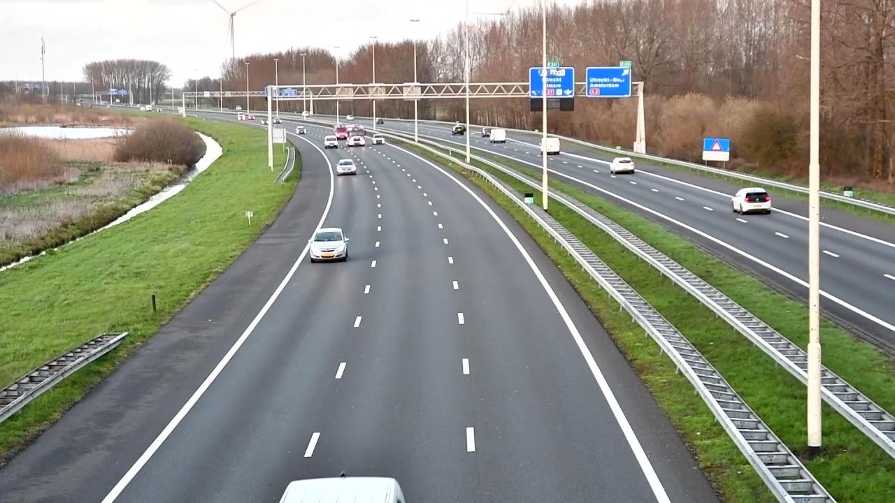 Rietdak brandbestrijding VRU onderweg naar grote brand in Dordrecht