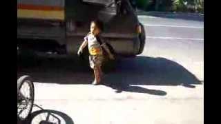 FUNNY KID CATWALK DANCE ' HABA NG HAIR '  FLASH69