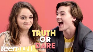 """The Kissing Booth"" Cast Plays 'Truth or Dare' 