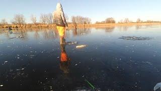 Рыбалка по первому льду. Щука сходит с ума.