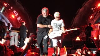 Brad Paisley brings an 11-year-old on stage!!