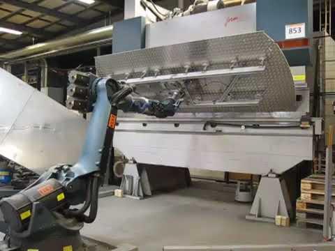 Salvagnini Roboformer 4000 mm x 135 Ton + Kuka robot P91216037