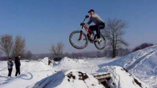 preview picture of video 'BP snow 1 (Bike park Želiezovce 2011)'