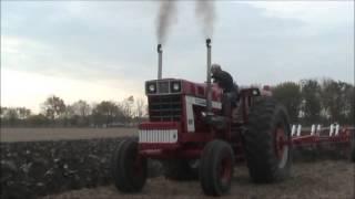 INTERNATIONAL 1568  Plowing