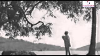 Aaj Suno Apne Shahidon Ki Kahani - Asha Bhosle   - YouTube