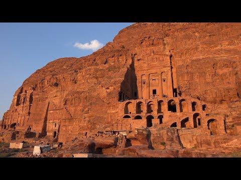 ¿Soñarías Con Ver Una Ciudad Tallada En Rocas? Pues Existe
