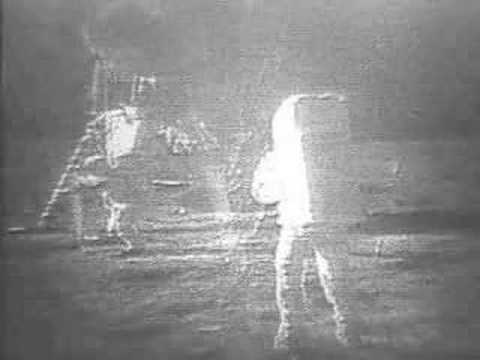 Астронавт Нил Армстронг, первым ступивший на поверхность Луны, скончался в США (видео)
