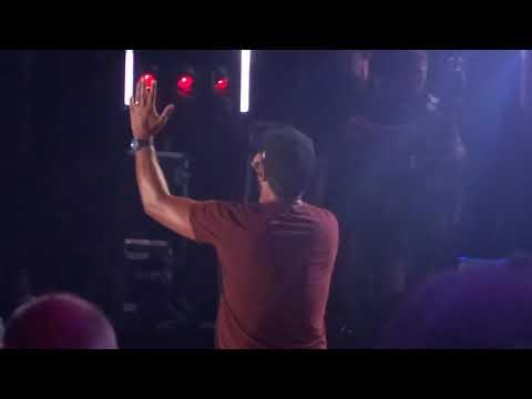 "Luke Bryan sings ""Knockin' Boots"" live at CMA Fest"