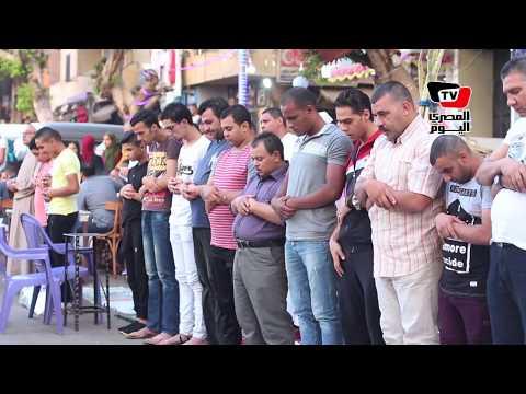 الآلاف يؤدون صلاة عيد الفطر بمسجد عمرو بن العاص