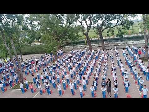 Chào cờ đầu tuần - Trường Tiểu học Cẩm Bình