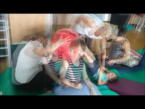 Masaż stóp z koślawego u niemowląt Wideo