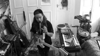 TASH SULTANA   SYNERGY (LIVE BEDROOM RECORDING)