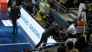 Koç Obradovic Bogdan'ı soyunma odasına göndermekle tehdit eder//Coach threatens Bogdan to send out