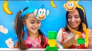 ЧЕЛЛЕНДЖ с обезьянками от World Toys TV / Видео для детей / Арина играет с мамой