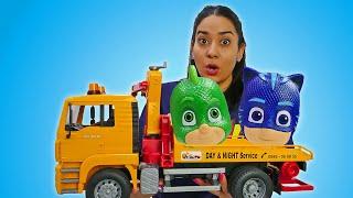 PJ Masks in Valerias Kindergarten. Pyjamahelden schleppen Romeos Auto ab. Spielzeug Video für Kinder