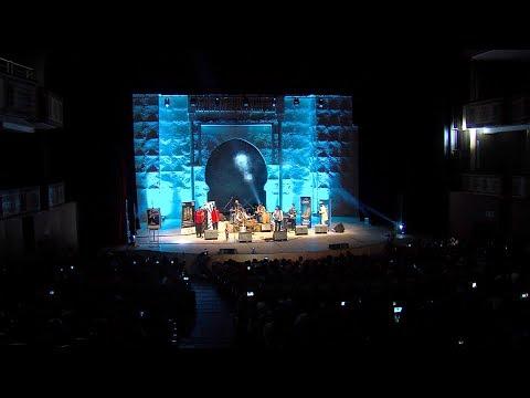 العرب اليوم - شاهد: الثنائي عزيز السحماوي وحسن بوسو في عرض فني من التراث الكناوي في وجدة