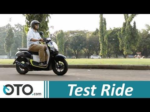 Review Honda Scoopy 2017: Skutik (Nyaris) Sempurna I OTO.COM