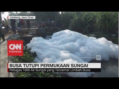 Buih Busa Tutupi Permukaan Sungai di Jombang