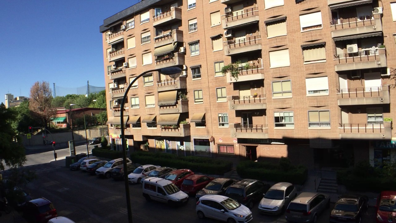 Rooms to rent in bright 3-bedroom apartment in Puerta del Angel near River Manzanares