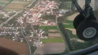 preview picture of video 'Dash 8-Q400 Landing at Vienna Airport'