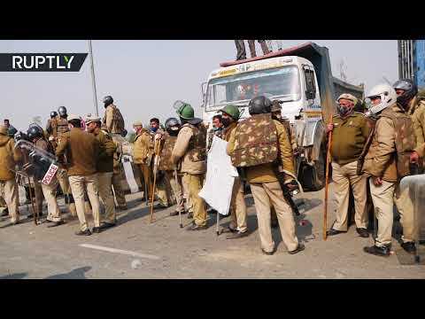 Thousands descend on New Delhi as tractor protest continues