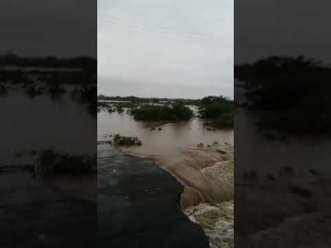 Chuvas destroem trecho da BA-210 em Abaré