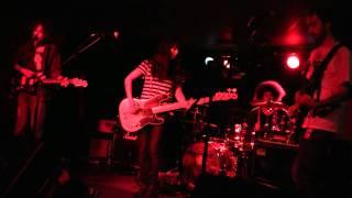 Yuck - Sunday [Live at The Cooler, Bristol UK 08.10.2010]