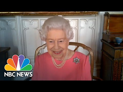 Britain's Queen Elizabeth Says Her Covid Vaccination Shot Was Painless | NBC News NOW