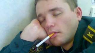 Жесть! Курсант ест сигарету!