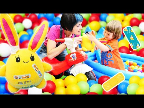 Бьянка лечит игрушки! Маша Капуки и веселые Игры с детьми в шоу Привет, Бьянка