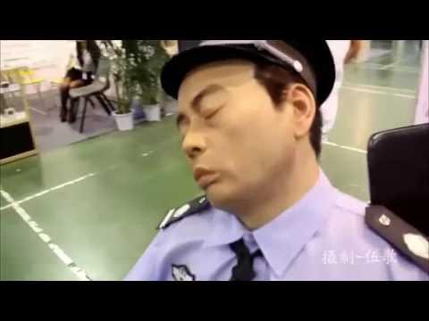 """""""保安"""" 在展會睡甜了,觀眾走近看原來是蠟像太逼真啦!"""