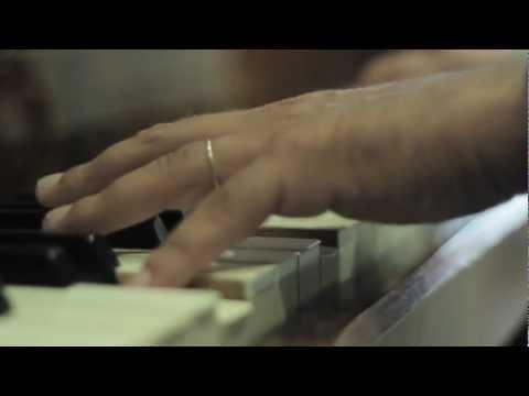 Watch videoSíndrome de Down: Pablo tocando himno de la alegría