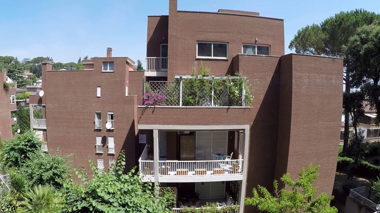 Room for rent in 2-bedroom apartment shared with live-in landlord in Collina Fleming