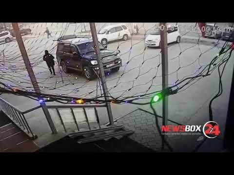 Удача отвернулась от него: Мужчина угнал Toyota Land Cruiser вместе с пассажиркой и попал в ДТП