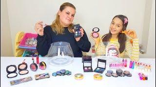Melike vs Ayla Makyaj Malzemeleri İle Slime Challenge, Make Up Slime Mixing Challenge