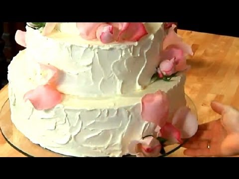 How to Make a Simple, Homemade Wedding Cake : Sweet Delights