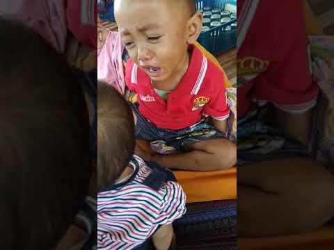 bayi nangis minta rebutan mainan (ayesha azkadina)