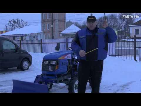 Лопата відвал Claus з гідравлікою для мототрактора в роботі.