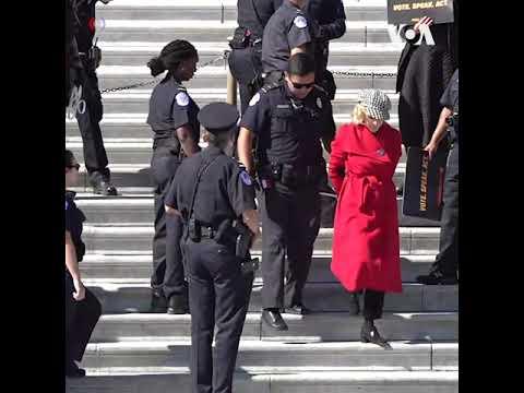 Джейн Фонда арестована в Вашингтоне