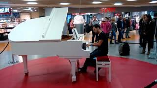 preview picture of video 'La valse d'Amélie (piano solo) at Frankfurt Airport'