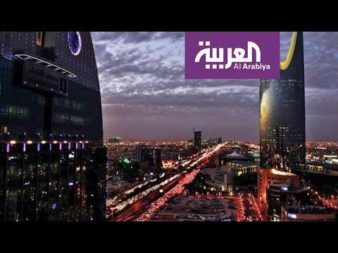 العرب اليوم - شاهد: سعوديون ينشدون لوطنهم أثناء منع التجول من شرفات المنازل