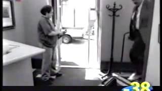 Смотреть онлайн Продавец разыграл мужика в магазине