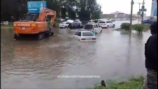 Потоп в Красноярске: авто ушли под воду по самую крышу