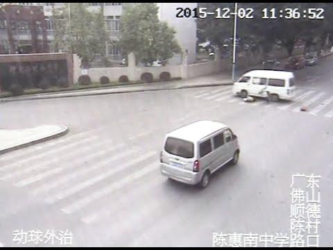 بالفيديو.. صينية تعرضت للدهس فقامت تمشي لتطمئنّ على السائق