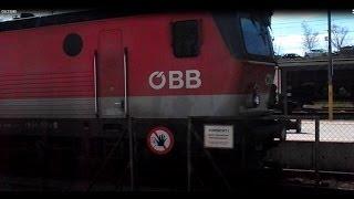 preview picture of video 'Elektrolokomotive 1144 der ÖBB mit einem Güterzug in Sigmundsherberg'