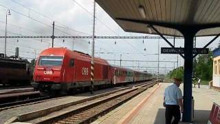 preview picture of video 'Slovakia: OBB Class 2016 diesel loco departs Devinska Nova Ves on a Bratislava to Wien train'