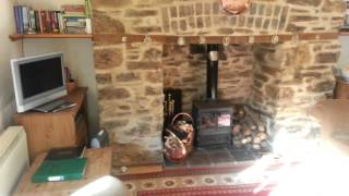 preview picture of video 'Holiday cottage review. Miners Dry - Gulworthy, Ta'