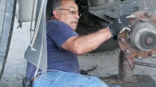 Дальнобой США/ Мексиканец чинит колесо грузовика в Америке - ремонт трака
