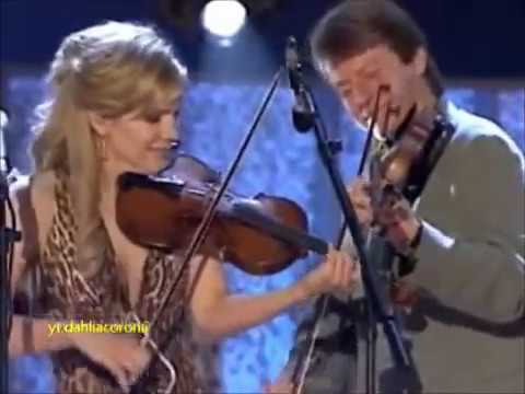 Alison Krauss & Union Station – Sawing on the Strings (Live)